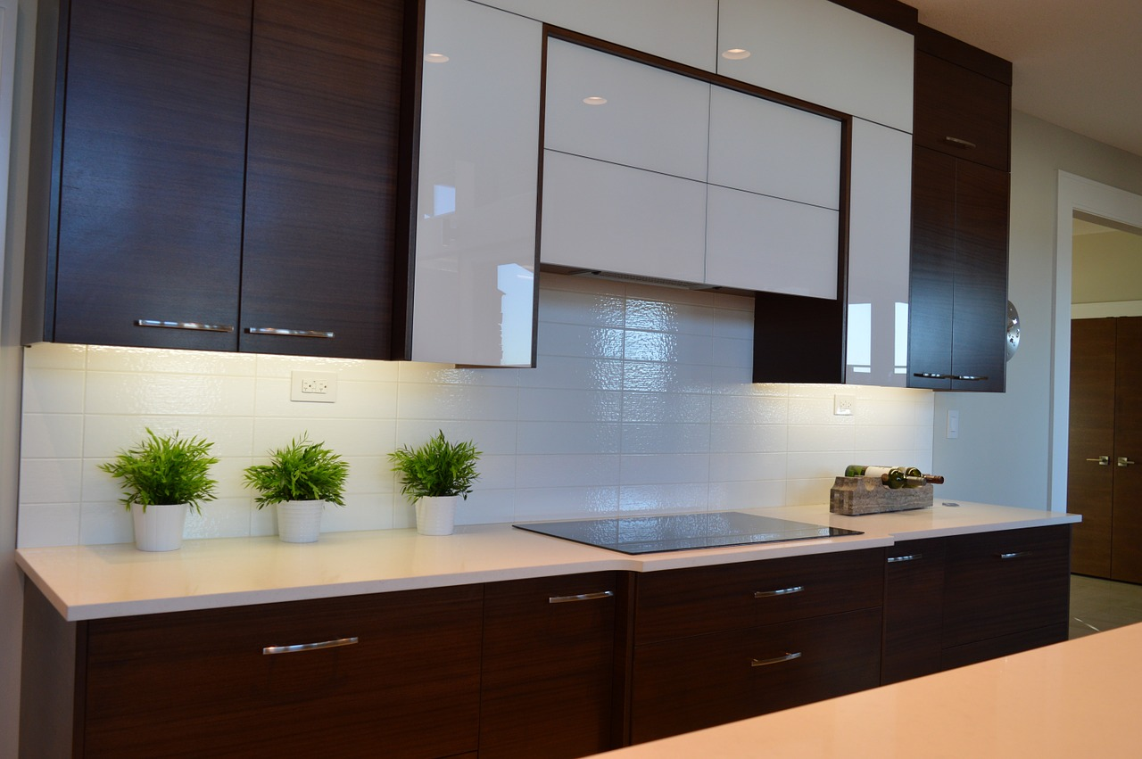 How to Paint Kitchen Cabinets with Tips, Tricks and Cautions